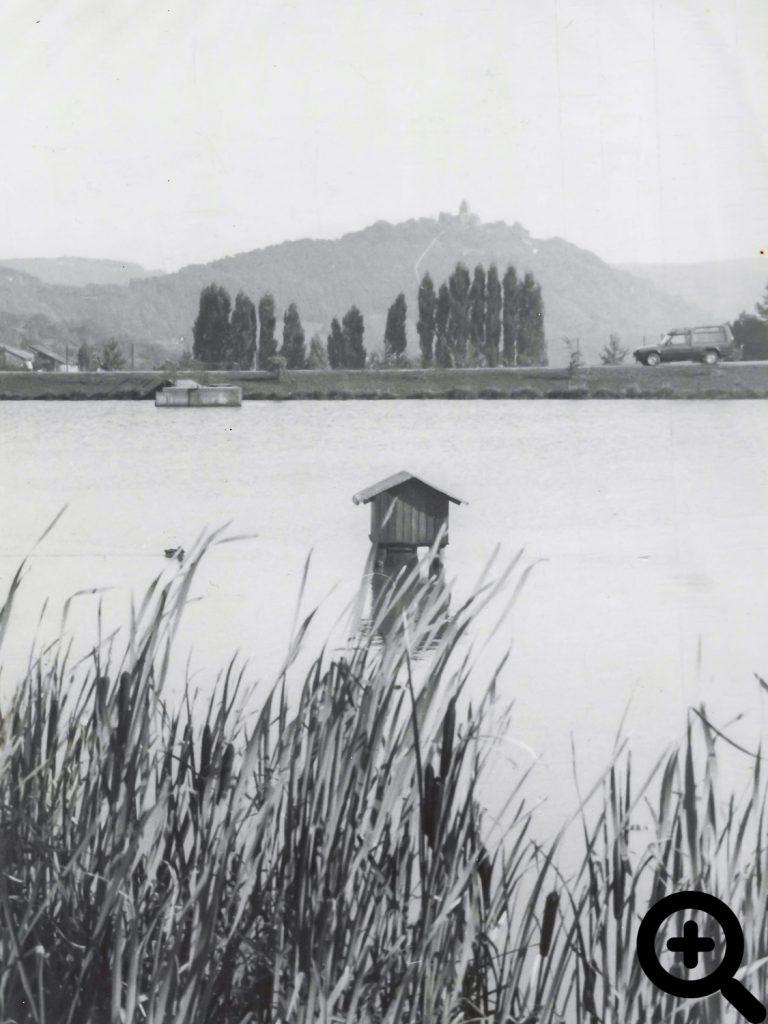 Sandbacher See in den siebziger Jahren mit freiem Blick zur Burg Breuberg