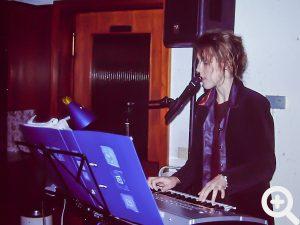 Alleinunterhalterin und Multitalent Jessika aus Sandbach führte musikalisch wieder durch den Anglerball 2006