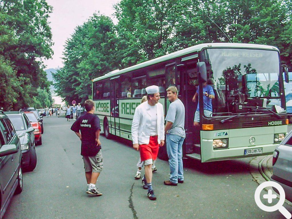 Ein Bus mit einem Wanderclub, welche zum Abschluss unser Anglerfest 2003am See besuchten.