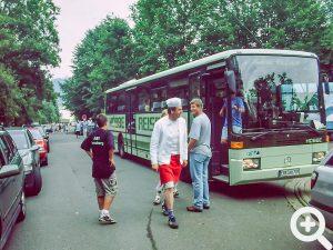 Ein Bus mit einem Wanderclub, welche zum Abschluss unser Anglerfest 2003 am See besuchten.