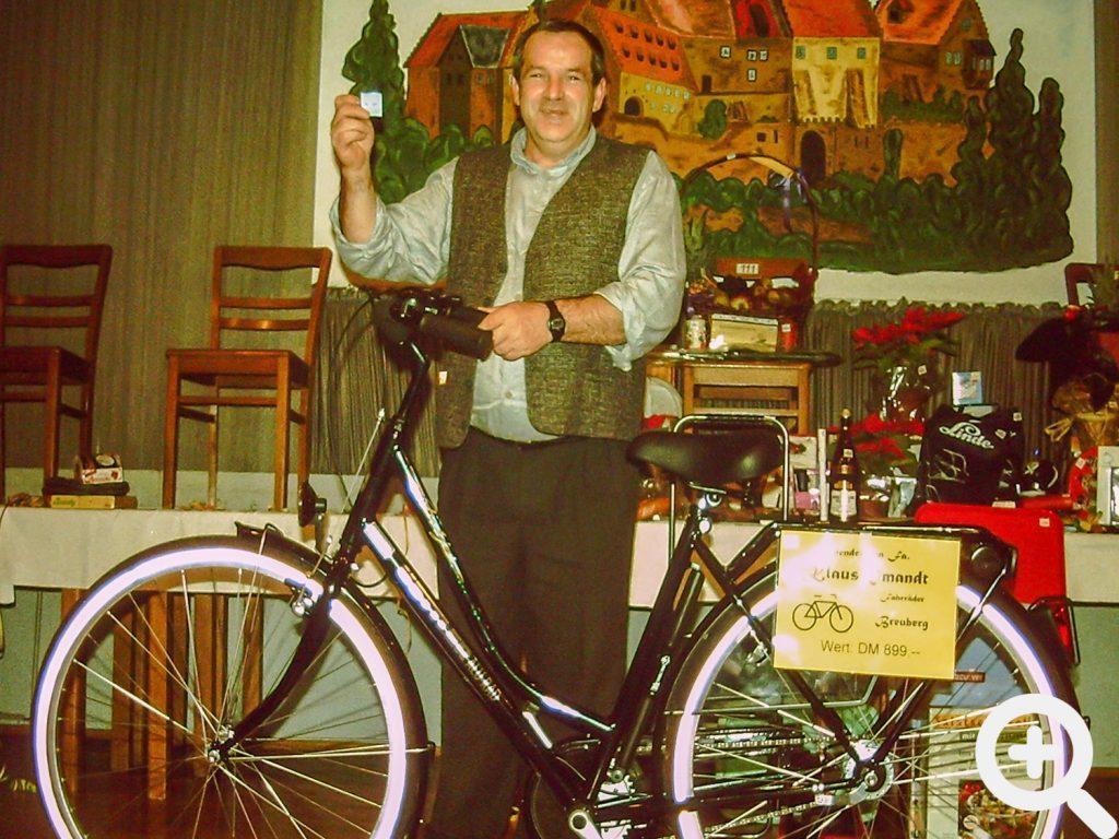 Paul Adam gewann ein Damenrad im Wert von 899 DM als Hauptpreis beim Anglerball der Tombola 1997. Paul hat man aber nie mit dem Fahrrad gesehen.