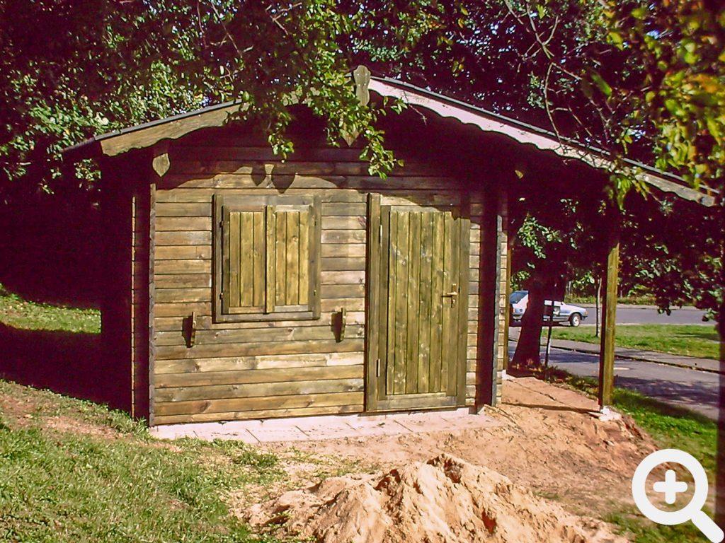 Ende 1990 stand die Gerätehütte am See.