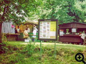 Schaukasten mit Festzelt und Zanderwagen zum Anglerfest am 11.06.1994 am See