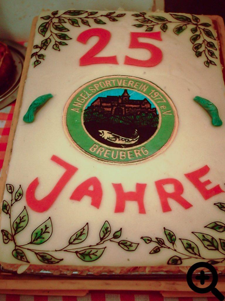 Zum Anglerfest am 14.06.2002 wurde eine Geburtstagstorte angeschnitten und an die Ehrengäste verteilt
