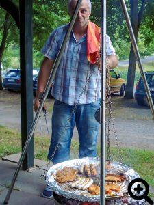 Nach dem Aalangeln am 03.08.2013 grillte Michael Bartl für die hungrigen Angler