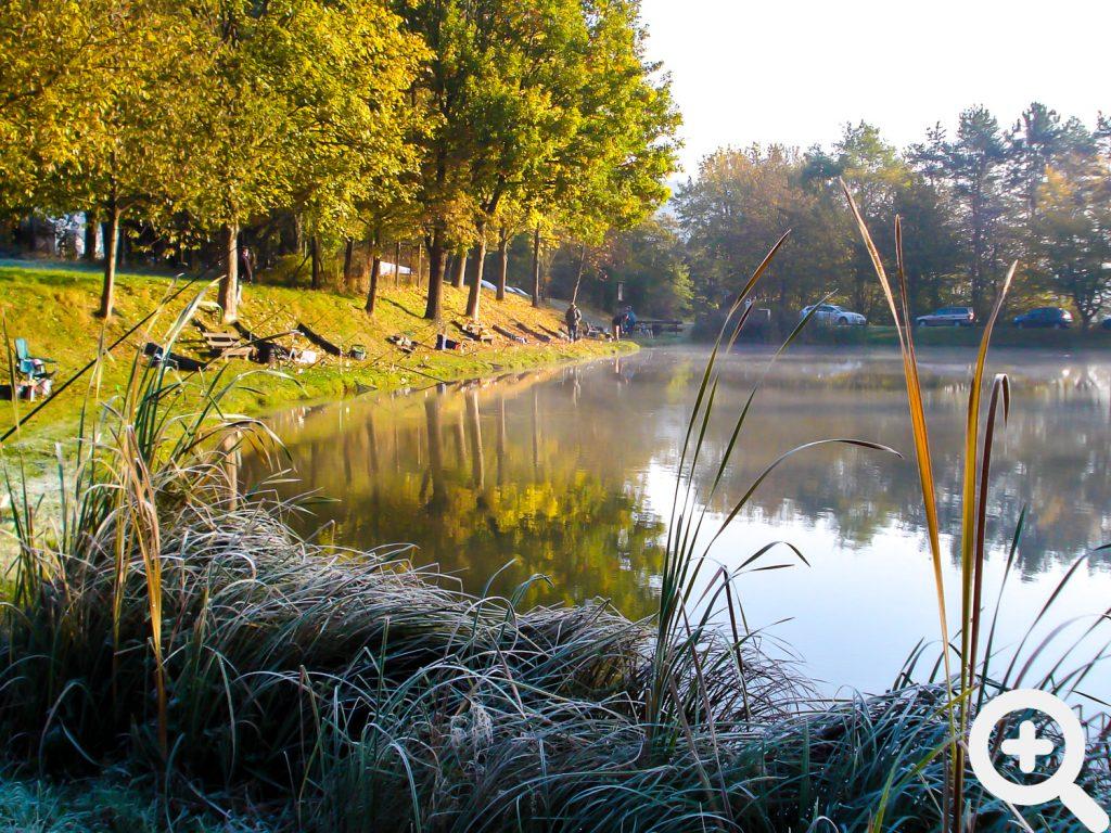 Ruhig lag der See im Morgentau während der Halbzeitpause beim Abangeln am 23.10.2011