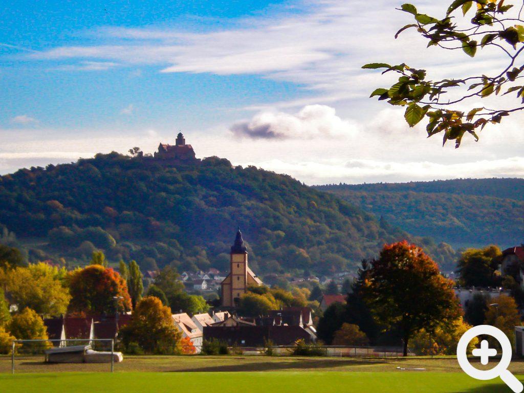 Wenn sich der Fangerfolg mal nicht einstellten wollte entschädigt immer der Blick vom See auf den Stadtteil Sandbach und der Burg Breuberg.
